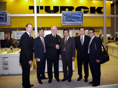 Chinese Minister Visits Turck Stand